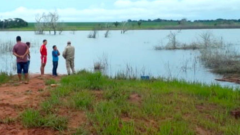 Bombeiros localizam 2 corpos em lagoa onde barco virou; duas crianças foram salvas