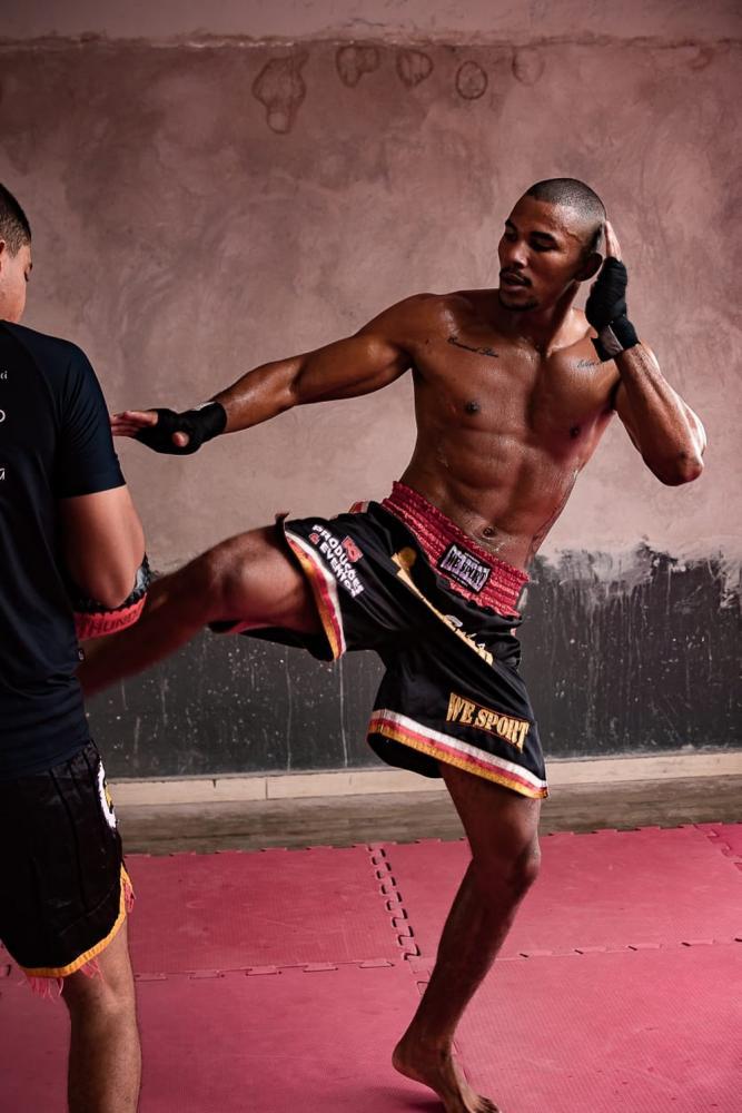 Atleta profissional de kickboxing em MT foi convidado para treinar em Los Angeles — Foto: Eliezer Pinho da Silva/Arquivo pessoal