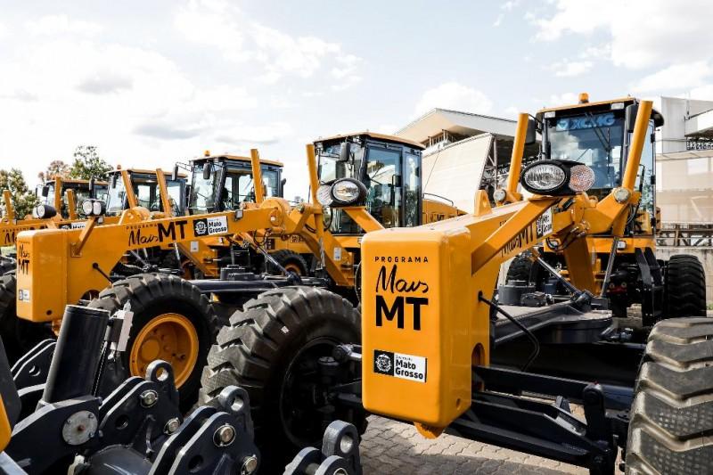 Máquinas serão entregues a 22 entidades para manutenção de 16 mil km de rodovias - Foto por: Tchélo Figueiredo/Secom-MT