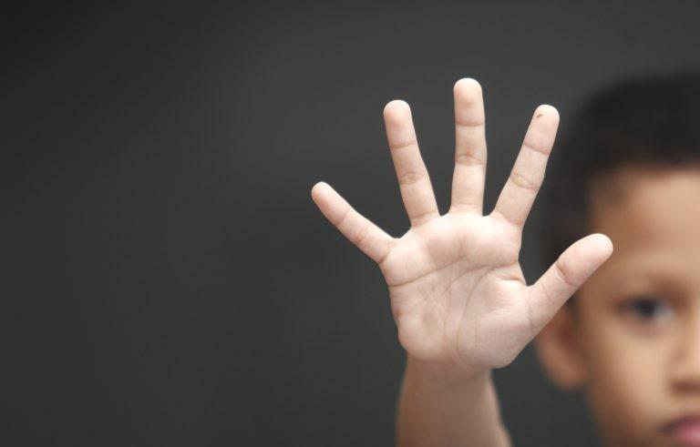 Texto prevê afastamento do agressor e assistência à vítima de maus-tratos - (Foto: Depositphotos)