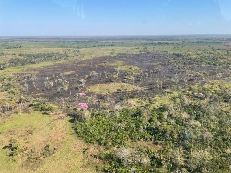 Avaliação realizada pelo monitoramento aéreo mostra que o incêndio não ganhou grandes proporções. - Foto por: CBM-MT