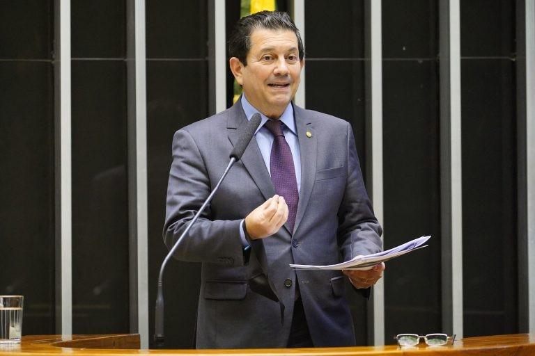 Otavio Leite: proposta pretende ampliar apoio da esfera privada a essas entidades - (Foto: Pablo Valadares/Câmara dos Deputados)