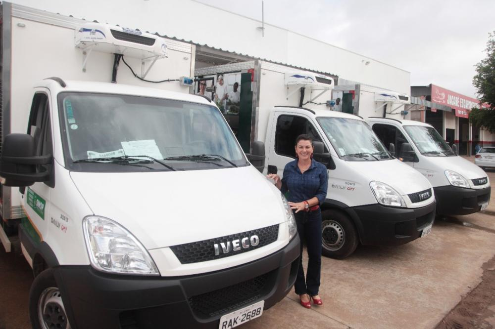 Prefeita de Sinop Rosana entrega novos veículos para transporte de merenda às escolas municipais