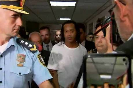 Ronaldinho Gaúcho após a audiência, neste sábado (7) Reprodução/Record TV