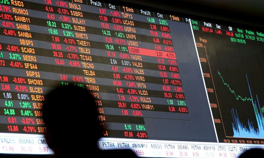 Bolsa dispara 14% após quinta-feira tensa; dólar passa de R$ 4,80