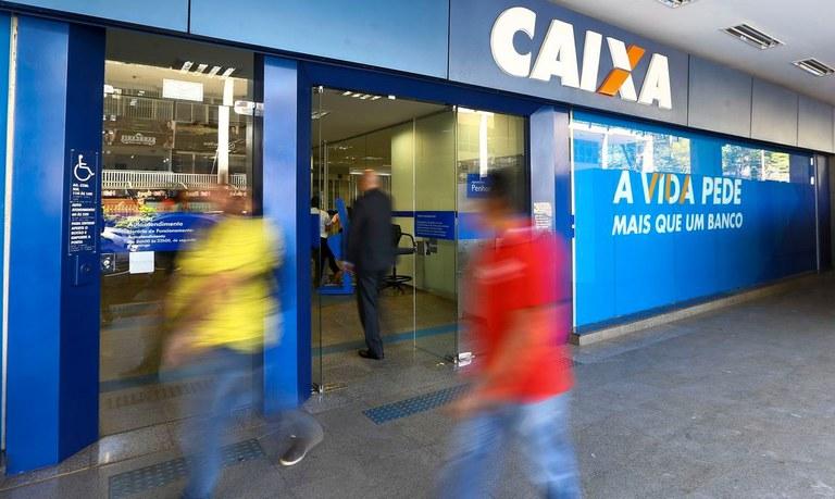 Nas ações para empresas, a Caixa dará apoio às micro e pequenas empresas, com redução de juros de até 45% nas linhas de capital de giro - Foto: Agência Brasil