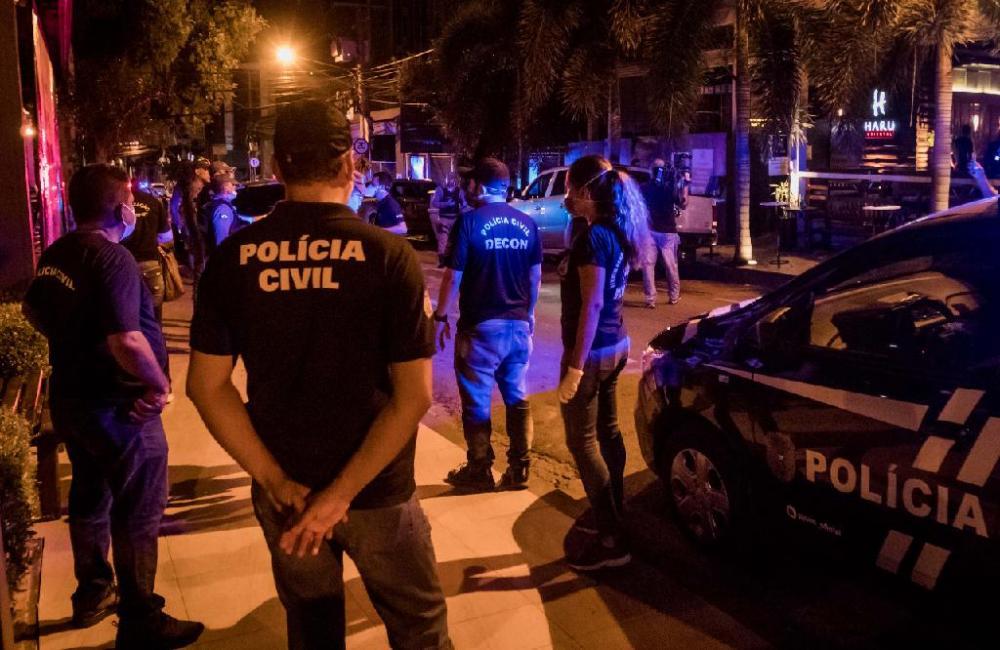 Operação para que bares e restaurantes cumpram o decreto - Foto por: Christiano Antonucci