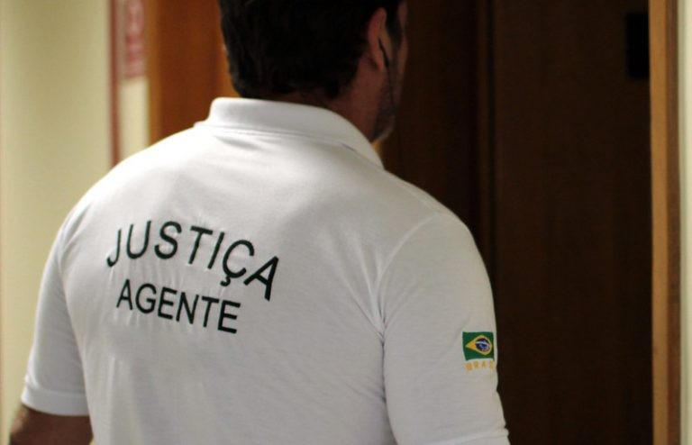 Oficial de Justiça é o responsável por comunicar uma ordem judicial - (Foto: Gil Ferreira/Agência CNJ)