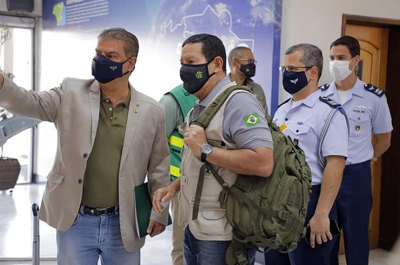 Presidente do Parlamento Amazônico, senador Nelsinho Trad (PSD-MS) embarca para a Amazônia, em missão do Conselho Nacional da Amazônia Legal, com o vice-presidente da República, general Hamilton Mourão  - Romério Cunha / VPR