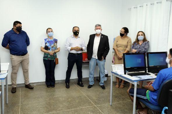 Gestores estiveram presentes na aula inaugural do curso de informática. - Foto por: Luiz Alves