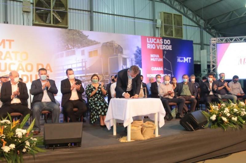 Governador assina contrato para ferrovia em Lucas do Rio Verde - Foto por: Christiano Antonucci