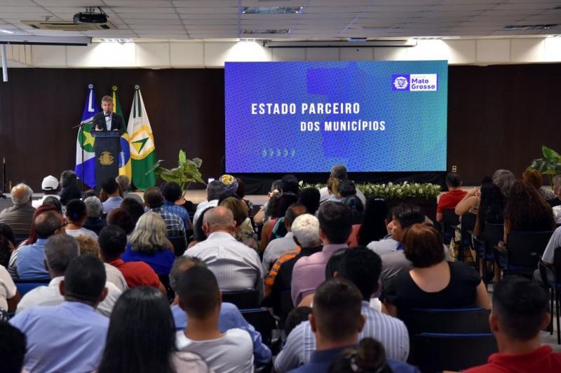 Lideranças comunitárias apresentam reivindicações para o governador - Foto por: Jana Pessôa