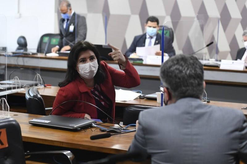 A relatora da PEC da reforma eleitoral, Simone Tebet, na reunião da CCJ nesta quarta - Agência Senado