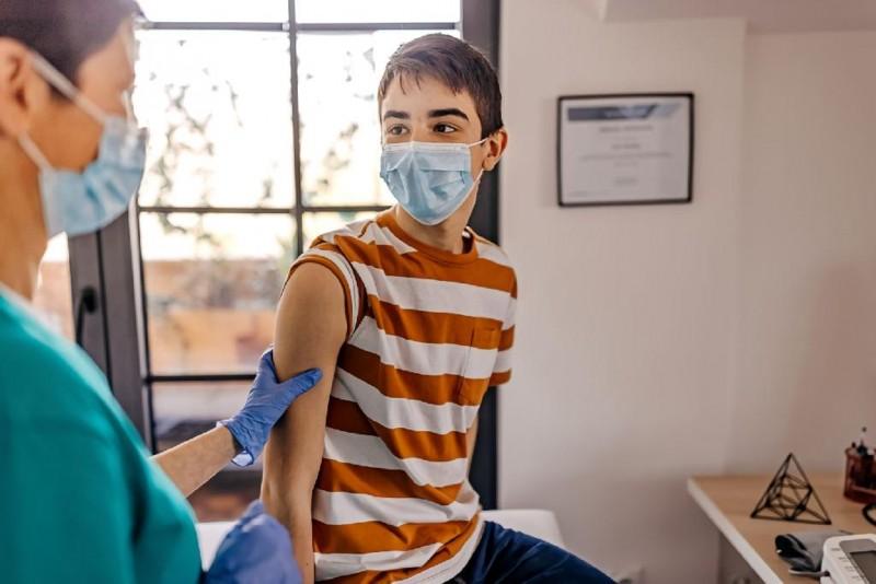 Segundo informações do SUS, em 2020 apenas 2,1 milhões de garotos compareceram nos consultórios médicos - Foto por: Getty Images