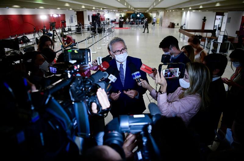 O relator, senador Renan Calheiros, disse que não há nada definido sobre o fim dos trabalhos da CPI, mas garantiu que está pronto para entregar o relatório logo após o último depoimento dado à comissão - Pedro França/Agência Senado
