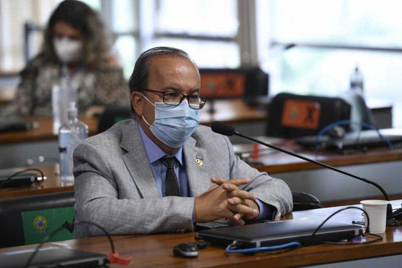 O relator, senador Jorginho Mello, reforça o entendimento, em seu relatório, de que que a legislação brasileira é omissa em relação à proibição de apostas de brasileiros em sítios eletrônicos no exterior - Edilson Rodrigues/Agência Senado