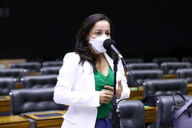 Professora Marcivania recomendou a aprovação de substitutivo - (Foto: Cleia Viana/Câmara dos Deputados)