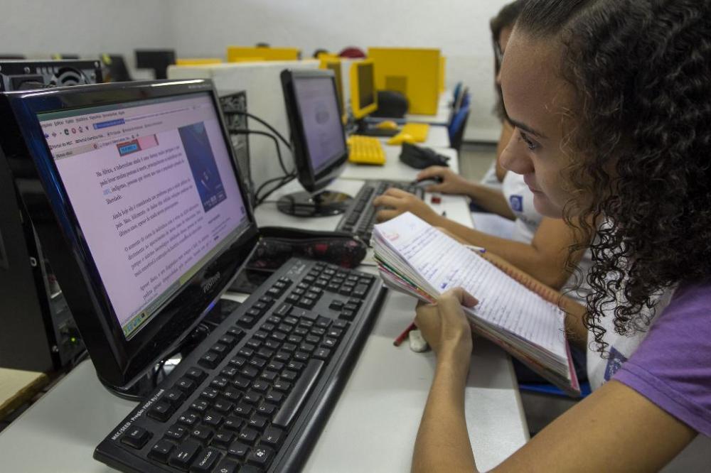 Os professores poderão utilizar qualquer dispositivo eletrônico para realizar o curso - Foto por: Assessoria