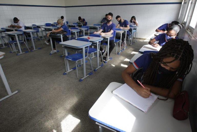 Ensino fundamental e médio precisarão cumprir carga de 800 horas - (Foto: Elói Corrêa/GOVBA)