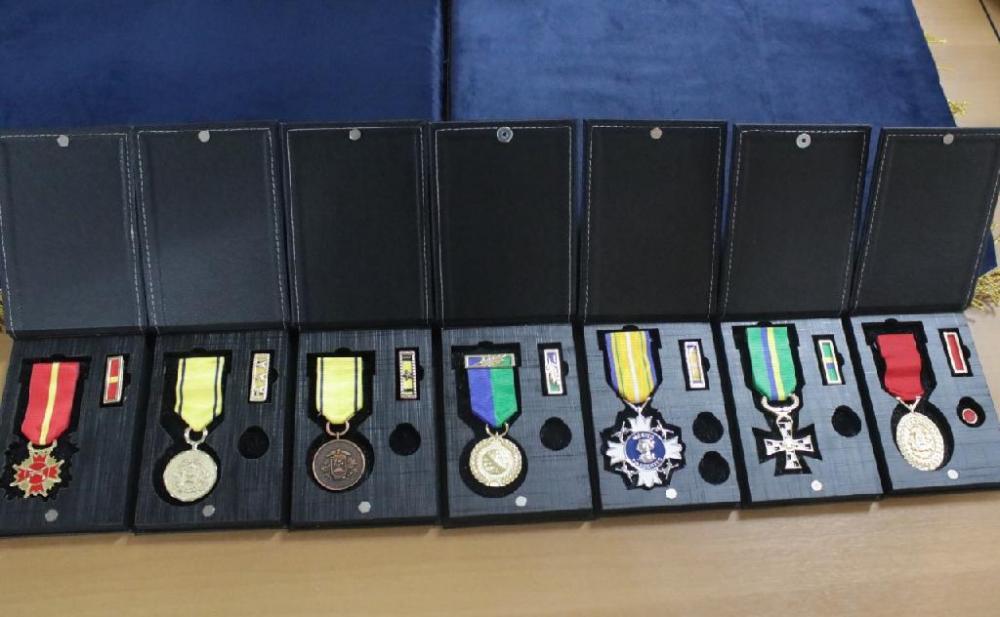 Reconhecimento em forma de condecoração por serviços prestados - Foto por: PMMT