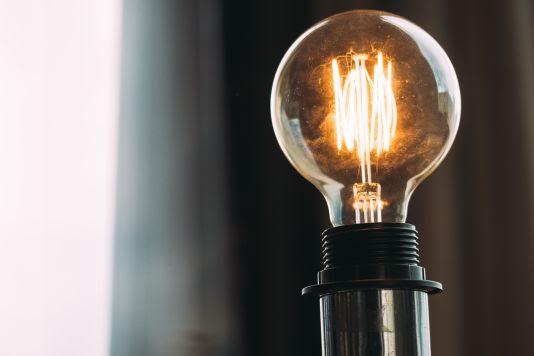 10 dicas para economizar energia elétrica durante o período de isolamento social