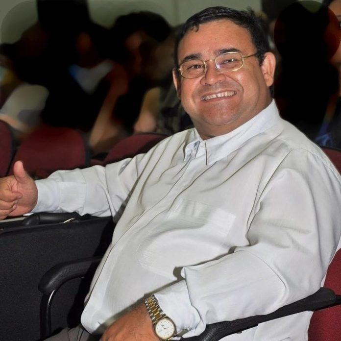 Diretor de escola morre com Covid-19 em Sinop enquanto aguardava vaga em UTI